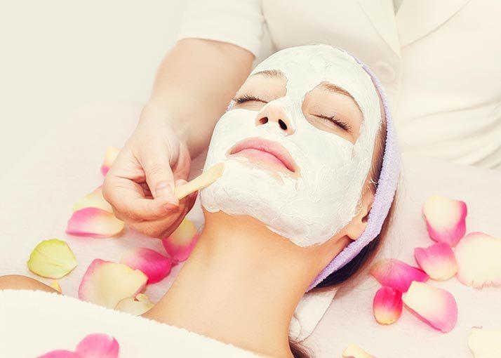 Tratamento facial para pele acneica