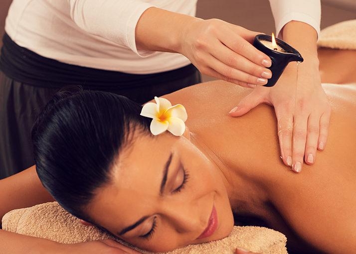 Massagem com Velas Quentes