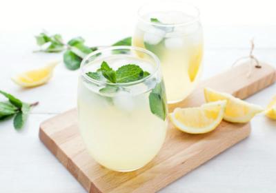 Descubra 6 boas razões porque a água com limão é ótima pela manhã!